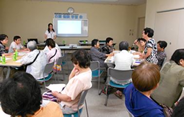 ケアマネジャーによる介護保険制度学習会の様子